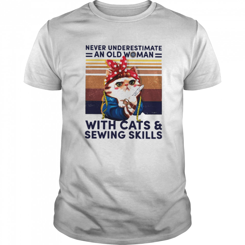Never Underestimate An Old Woman With Cats And Sewing Skills Classic Men's T-shirt